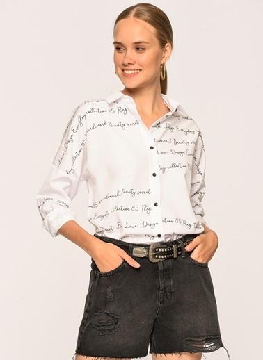 Loves You Yazı Detaylı Loose Fit Gömlek Beyaz